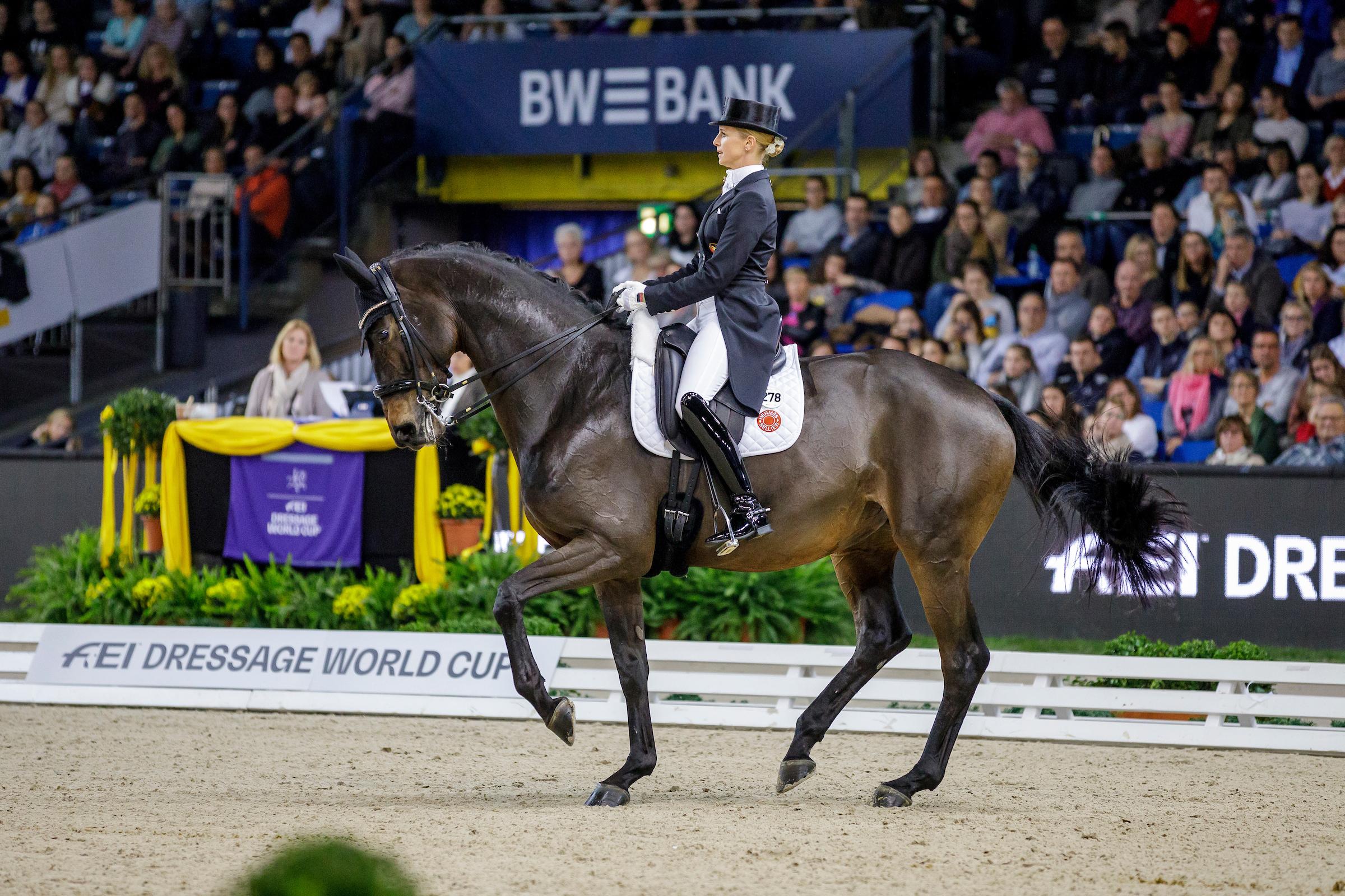 Stuttgart: Jessica von Bredow-Werndl gewinnt Weltcup