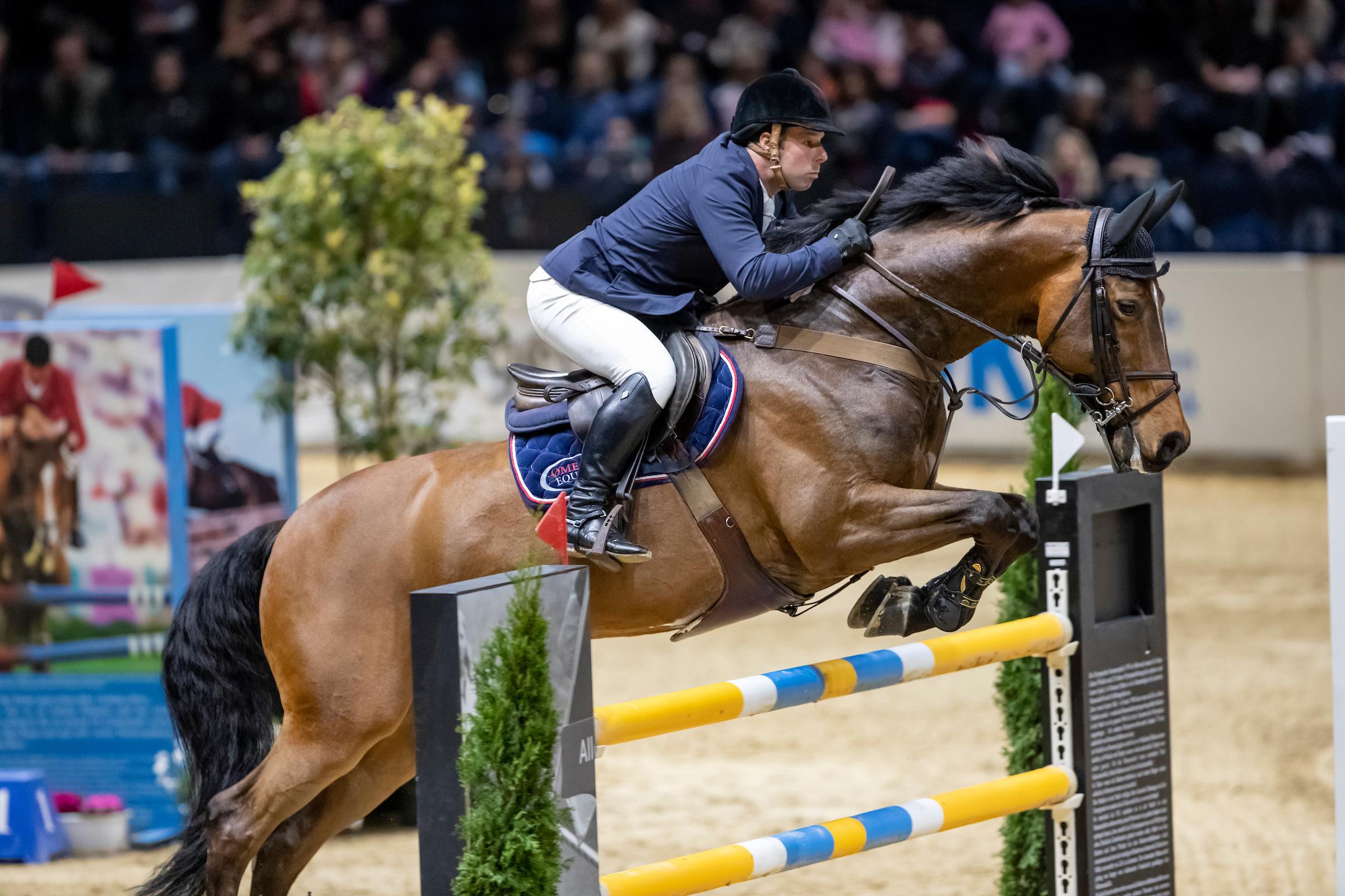 Helsinki: Robert Whitaker gewinnt Weltcup-Springen